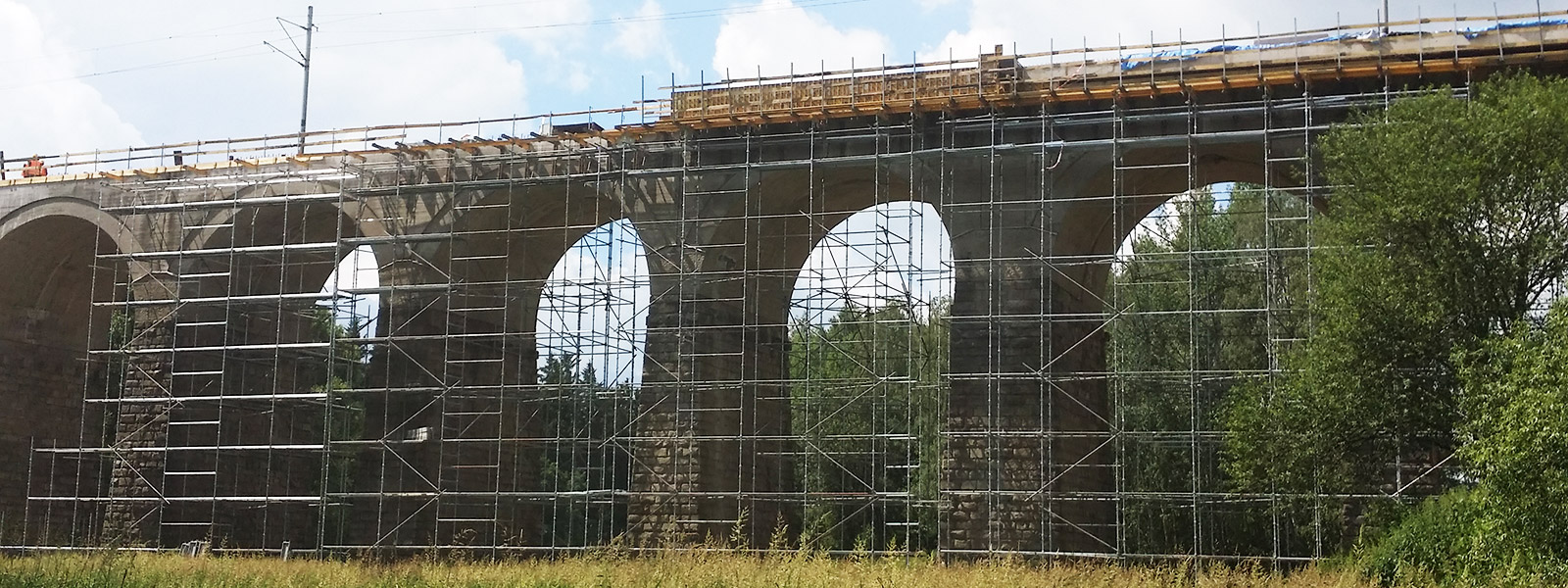 Ostrov nad Oslavou, Železniční most